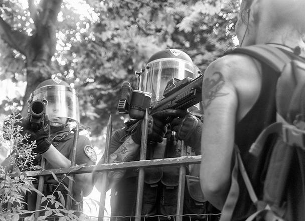 """""""L'État a recours à des répertoires de violence qui montent en intensité jusqu'à ce qu'il ait réussi à écraser ou discipliner ce qui gêne les classes dominantes"""""""